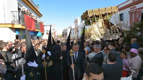 Procesión de la Hermandad Sacramental de Tomares (Sevilla)