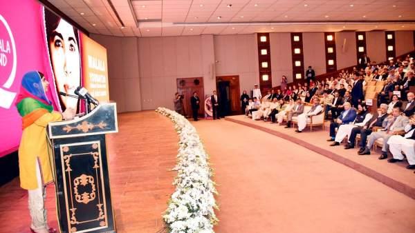 Malala regresa a Pakistán