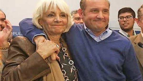 Juancho Orti con Teófila Martínez
