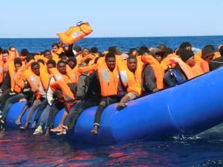 Rescate de migrantes frente a Libia