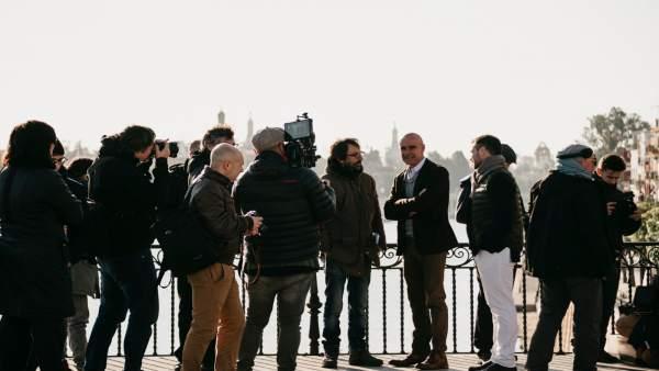 Antonio Muñoz visita el rodaje de la película 'Un gato, un chino y mi padre'