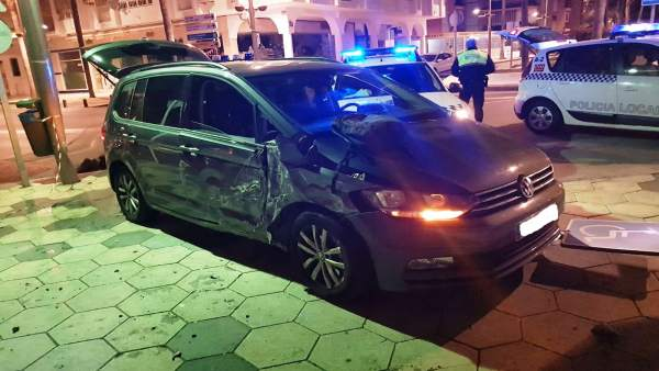Vehículo accidentado en Almuñécar (Granada)