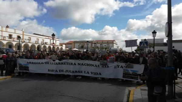 Vecinos de Rosal de la Frontrera piden arreglo de la N-433 por su 'mal estado'