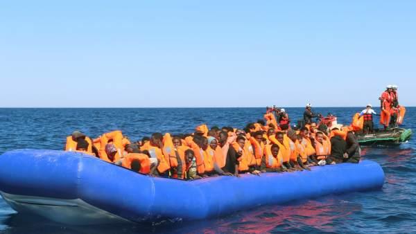 122 inmigrantes frente a las costas de Libia
