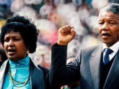 Nelson Mandela junto a su esposa Winnie Mandela