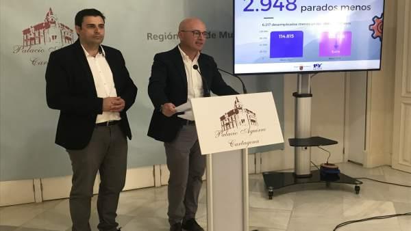Alejandro Zamora y Juan Hernandez presentando datos paro marzo