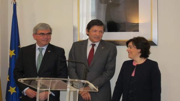 Mariano Marín junto a Javier Fernández y Soraya Sáenz de Santamaría