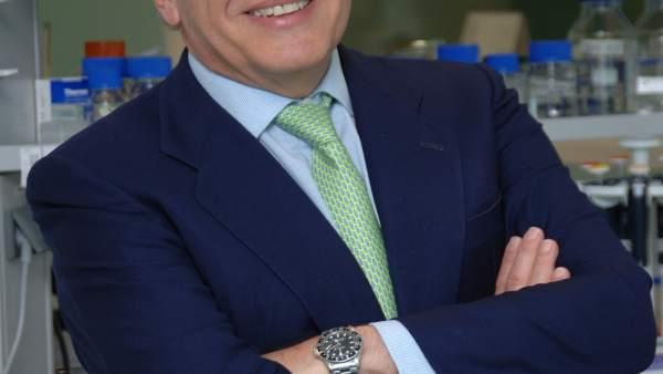 El profesor Luis Fernández-Vega.