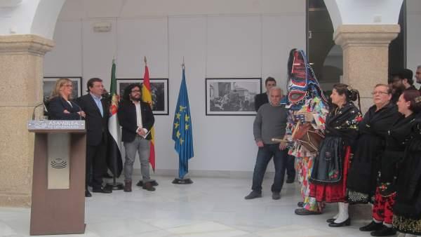 Inauguración en la Asamblea de la muestra 'Los 20 de enero' sobre el Jarramplas