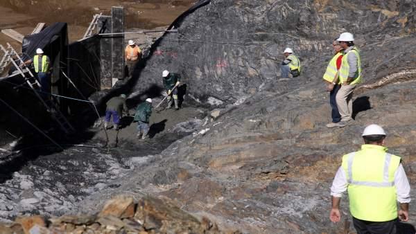 Obras en la presa de Alcolea en 2015.