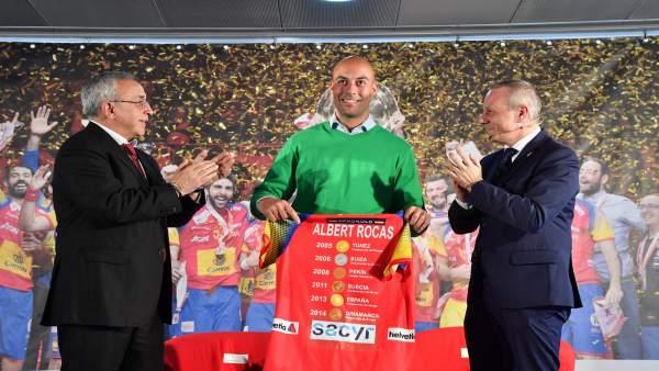 Albert Rocas homenajeado en la COE