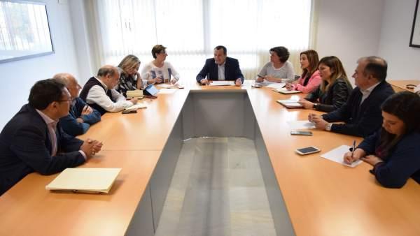 Ruiz Espejo en una reunión para abordar los PGE