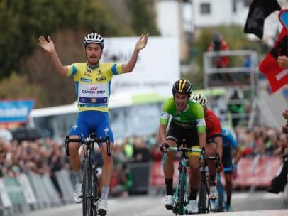 Alaphilippe repite victoria y se asienta al frente de la Vuelta al País Vasco