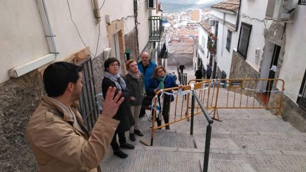 Visita la calle Alegría de representantes de Jaén en Común y otros colectivos.