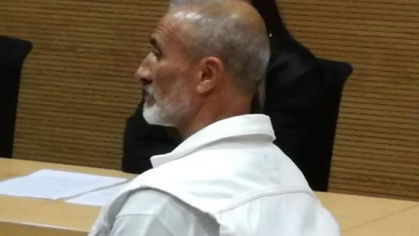 Foto del acusado de matar a golpes a un indigente, durante la sesión judicial