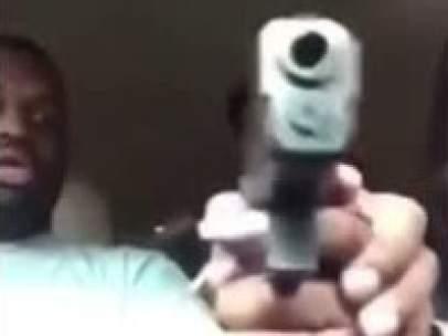 Retransmite en Facebook cómo le disparan