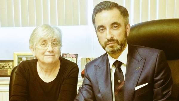 La exconsellera de enseñanza, Clara Ponsatí y su abogado, Aamer Anwar.