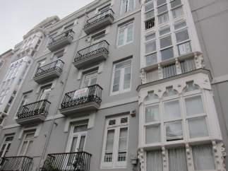 Foto de archivo de un bloque de pisos.