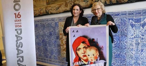 Ada Colau y Manuela Carmena durante la presentación de la muestra 'No pasarán'