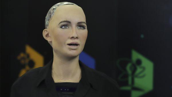 El robot Sophia visita México