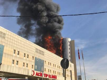 Incendio hospital Estambul