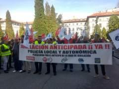 Los policías locales exigen a Montoro quitar el freno a la jubilación anticipada