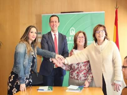 Firma del convenio entre Junta y asociación Asperger