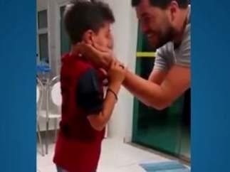 La reacción de un niño sordo cuando vuelve a oír.