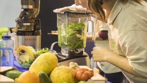 Demostración de zumo natural en Natura Málaga