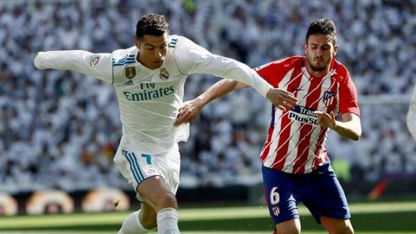 Cristiano Ronaldo y Koke, en el Santiago Bernabéu.