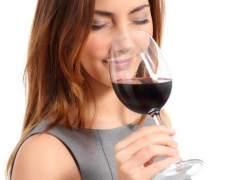 Las mujeres tienen mejor paladar que los hombres para catar vino
