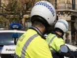 Dos agentes de la Guardia Urbana de Barcelona.