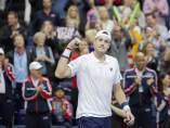 Isner celebra su victoria en la Davis