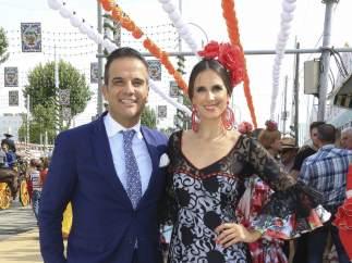 Nuria Fergó y acompañante Feria de Abril.