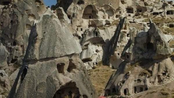 Casas en las rocas, en Capadocia (Turquía).