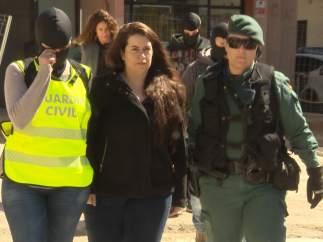 La Guardia Civil detiene a una integrante de los CDR en Viladecans (Barcelona).