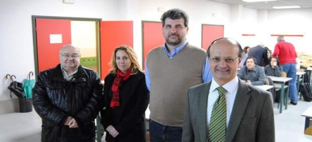 Juan Enrique Varona, primero por la derecha