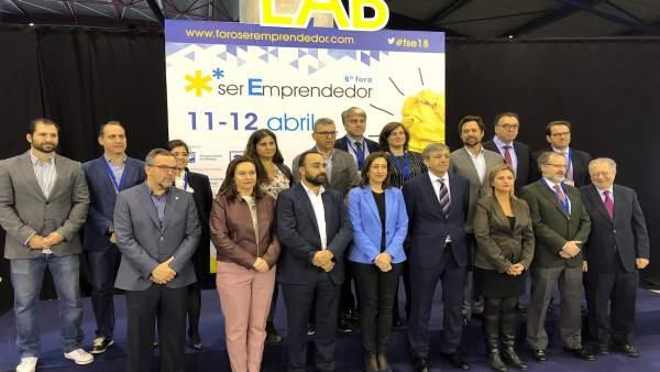 Foto familia inauguración Ser Emprendedor