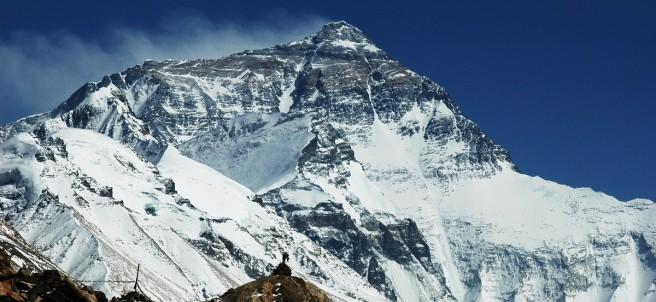 Paisaje del Monte Everest desde el Campamento Base en la cara norte del Tíbet.