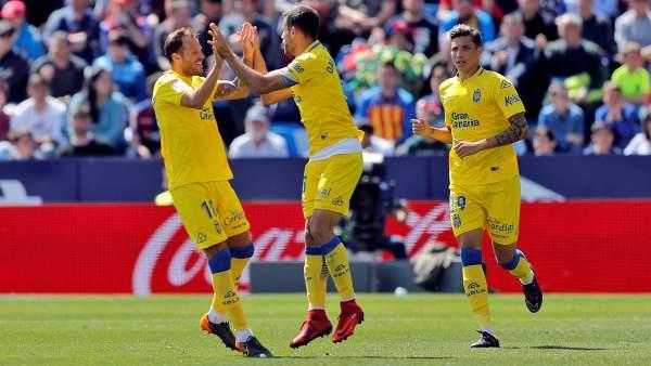 La UD Las Palmas celebra un gol