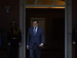 Rajoy sale a recibir en la Moncloa al primer ministro de Dinamarca