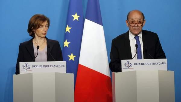 El ministro francés de Asuntos Exteriores, Jean-Yves Le Drian, y la ministra de Defensa de Francia, Florence Parly