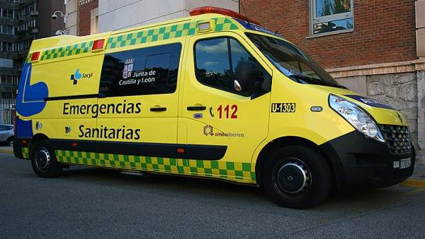 Salamanca.- Imagen de archivo de una ambulancia de Emergencias Sacyl