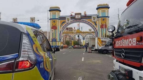 Vehículos de Policía Local y Bomberos en la Feria de Abril