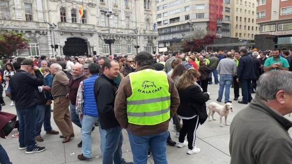 Concentración de apoyo a la caza en Santander