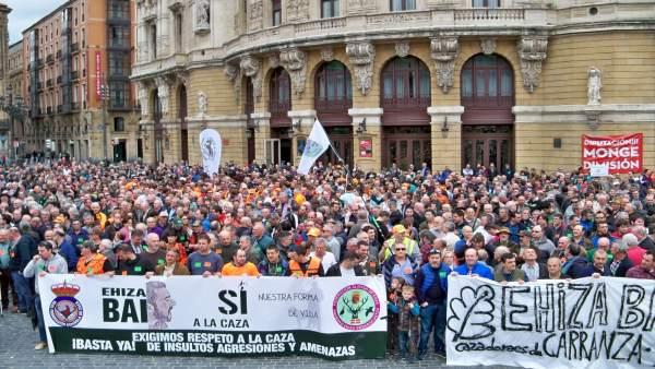 Concentración de cazadores en Bilbao