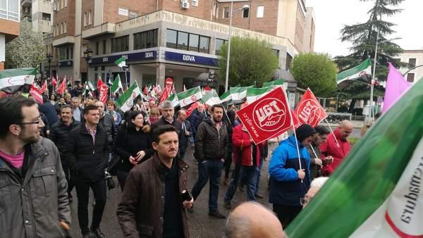 Dirigentes socialistas en la manifestación de Badajoz por las pensiones