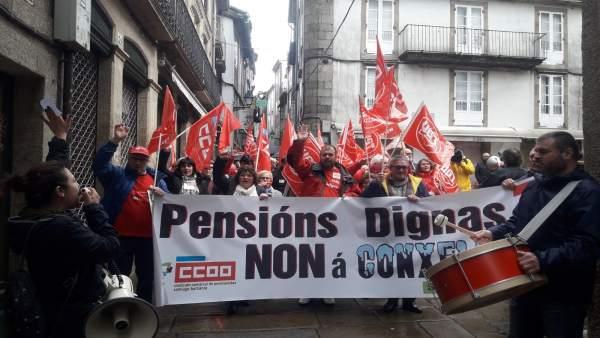 Movilización en Santiago de CCOO y UGT