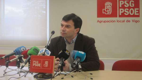 Gonzalo Caballero en rueda de prensa en Vigo