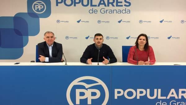 Los populares Santiago Pérez, Rafael Caracuel y Ana Vanessa García